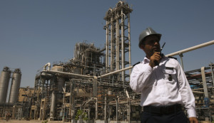 A security personnel stands in front of the Mahshahr petrochemical plant in Khuzestan province,1032 km (641 miles) southwest of Tehran, September 28, 2011. REUTERS/Raheb Homavandi  (IRAN - Tags: BUSINESS ENERGY INDUSTRIAL) - RTR2RYWC